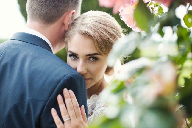 posing-for-your-wedding-photos-0002