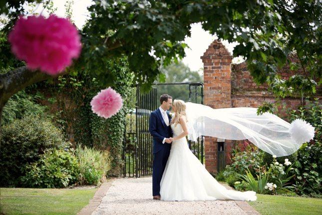 posing-for-your-wedding-photos-0004