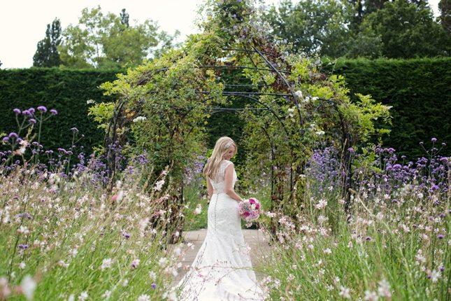 posing-for-your-wedding-photos-0006