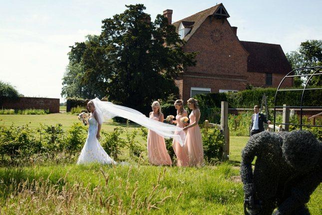 posing-for-your-wedding-photos-0008