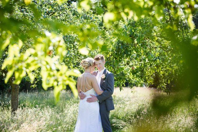 posing-for-your-wedding-photos-0010