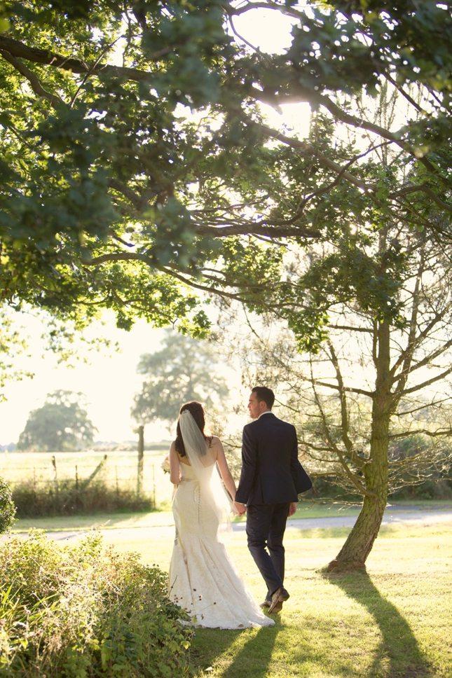posing-for-your-wedding-photos-0011