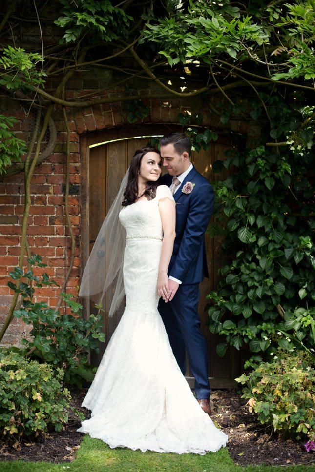 posing-for-your-wedding-photos-0015