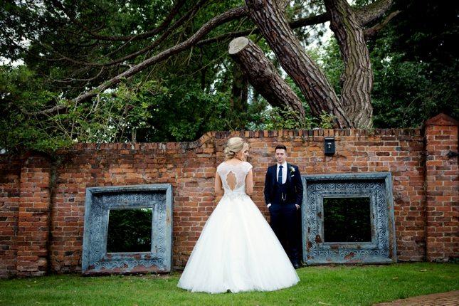posing-for-your-wedding-photos-0016