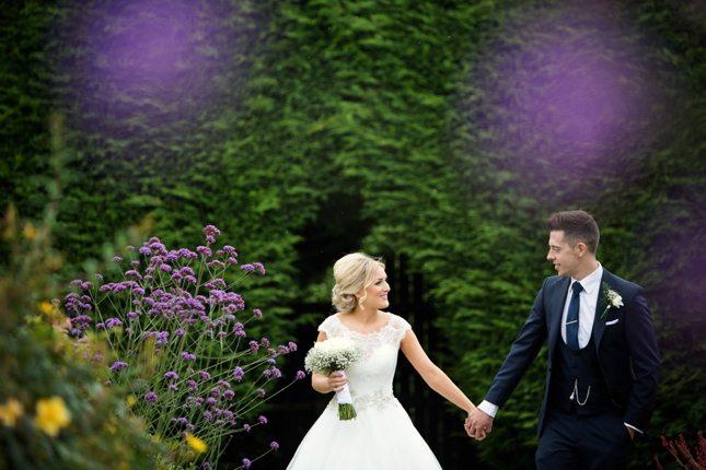 posing-for-your-wedding-photos-0017